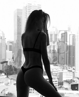 Lou-ambre erotic massage in Galt