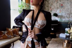 Chaden erotic massage in West Falls Church Virginia